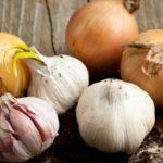 Los ajos y las cebollas (Istock)